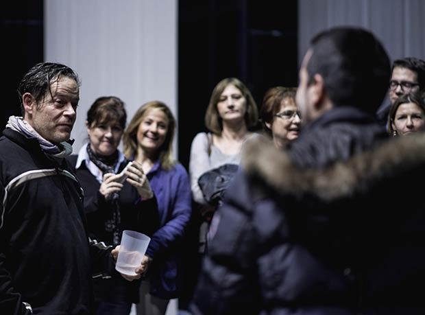 """Ayer asistimos al quinto encuentro de blogueros y amigos del Teatro de las Esquinas, que se celebró ayer con motivo de la representación de la obra """"Tiempo"""" con Jorge Sanz. Tras la función, tuvimos un encuentro con Jorge Sanz, protagonista de """"Tiempo"""", en el que pudimos intercambiar impresiones sobre el montaje teatral y su trayectoria profesional. Hoy a las 20.30h, última función de """"Tiempo"""" con Jorge Sanz en el Teatro de las Esquinas. Imagen: Marcos Cebrián Fotógrafo"""