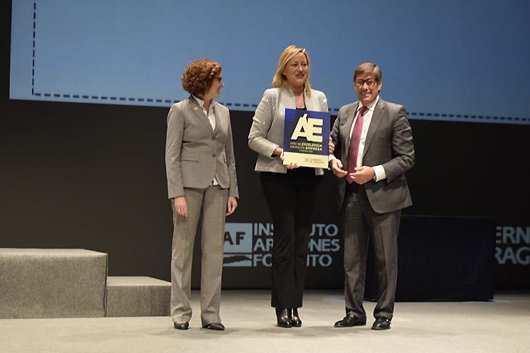 La consejera de #Economía, Marta Gaston, ha recogido el Sello de Execelencia en categoría Oro como presidenta del Inaempleo